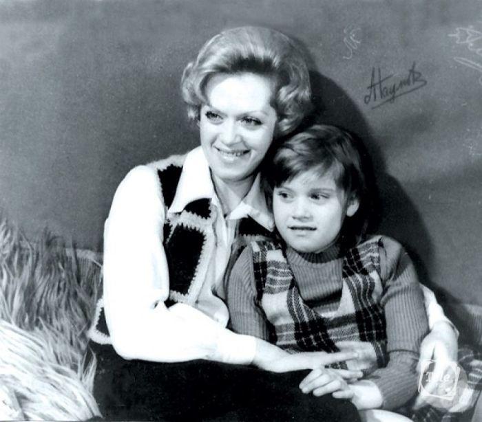 Варвара Владимирова с мамой. / Фото: www.rustars.tv