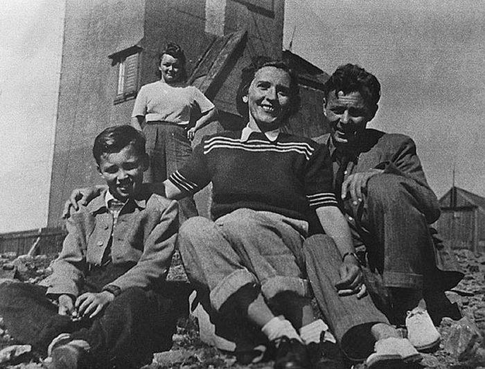Карел Готт в детстве с родителями. / Фото: www.karelgott.com