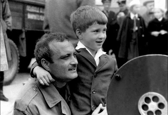 Георгий Данелия с сыном Николаем. / Фото: www.iknigi.net