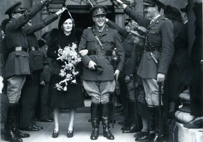 Памела Гарриман и Рэндольф Черчилль в день свадьбы. / Фото: www.gettyimages.com