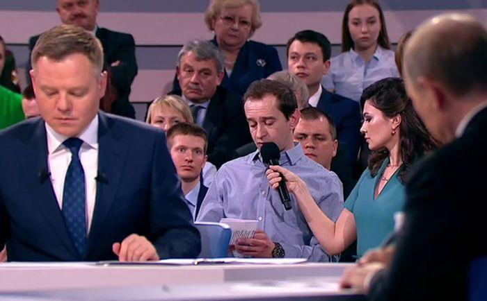 Константин Хабенский во время прямой линии с Владимиром Путиным. / Фото: www.ngzt.ru