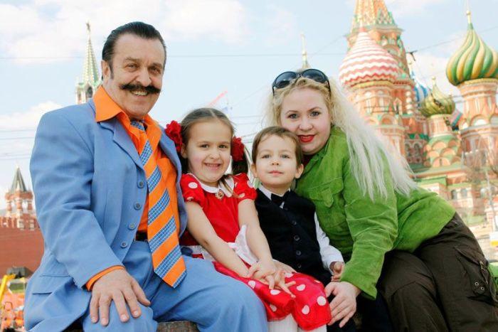 Вилли Токарев с женой и детьми. / Фото: www.mypensia.ru