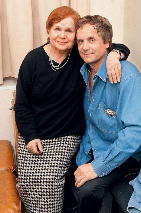 Андрей Соколов с мамой. / Фото: www.7days.ru