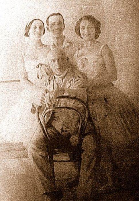 Анна Павлова, Борис Романов и Елена Смирнова с маэстро Энрико Чеккетти. / Фото: www.pinterest.ru