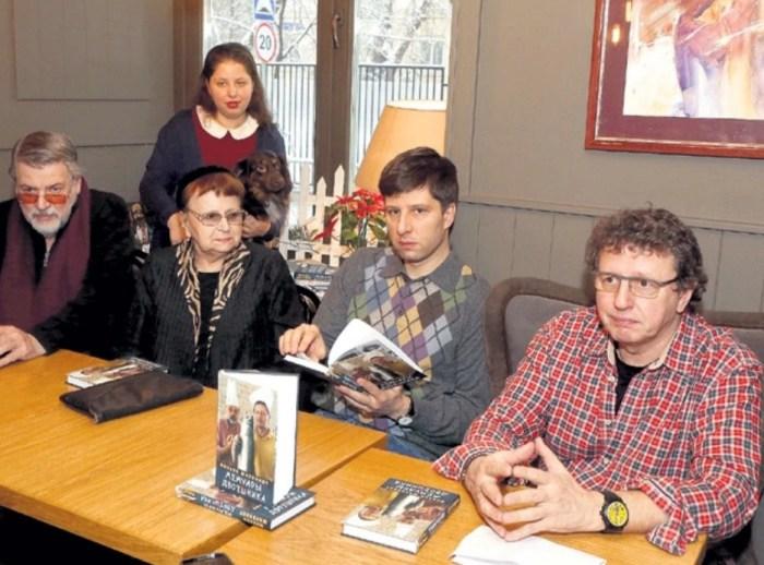 Михаил Ширвиндт с родителями и детьми Андреем и Александрой. / Фото: www.eg.ru