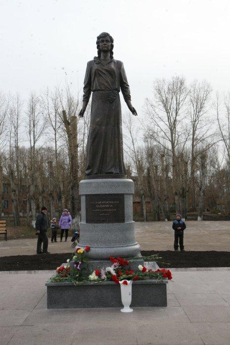 Памятник Марине Ладыниной. / Фото: www.muzeinazarovo.ru