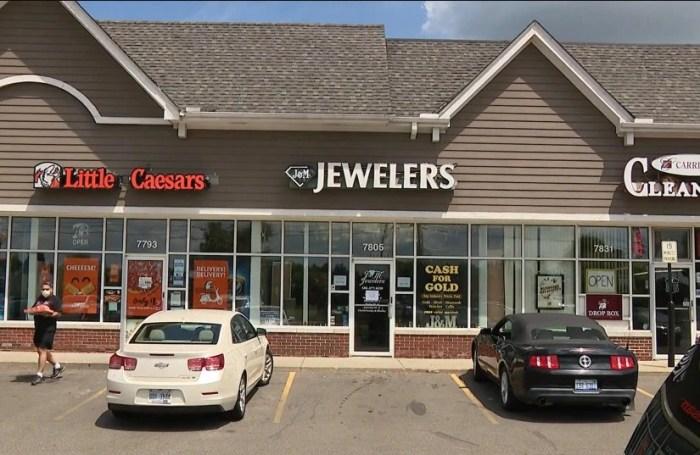 До пандемии Джонни Перри управлял собственным ювелирным магазином. / Фото: www.the-sun.com