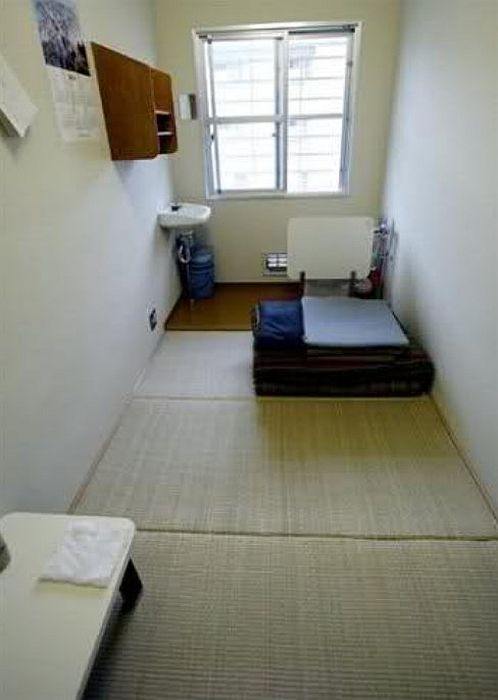 Одиночная камера в японской тюрьме. / Фото: www.tinypic.com