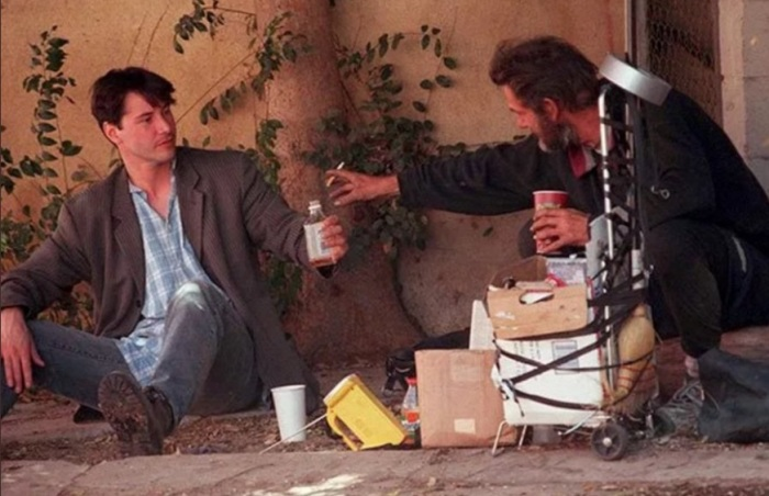 Киану Ривз и бездомный. / Фото: www.weacom.ru