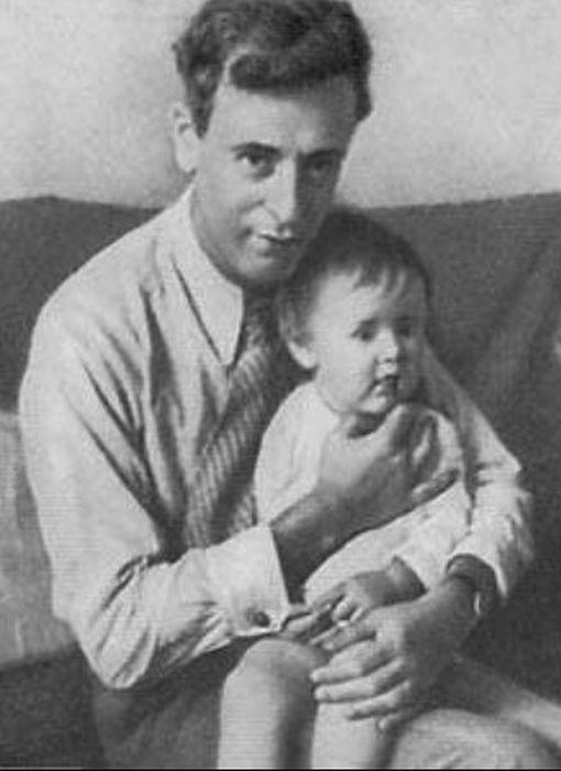 Лев Ландау с сыном. / Фото: www.ochevidnoe-neveroyatnoe.ru