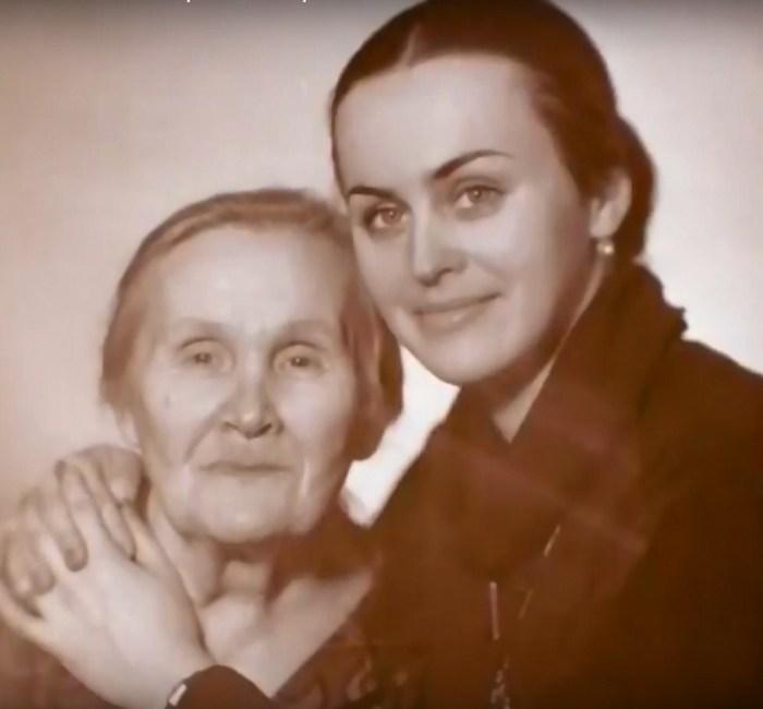 Алла Данько с бабушкой. / Фото: www.russia.tv