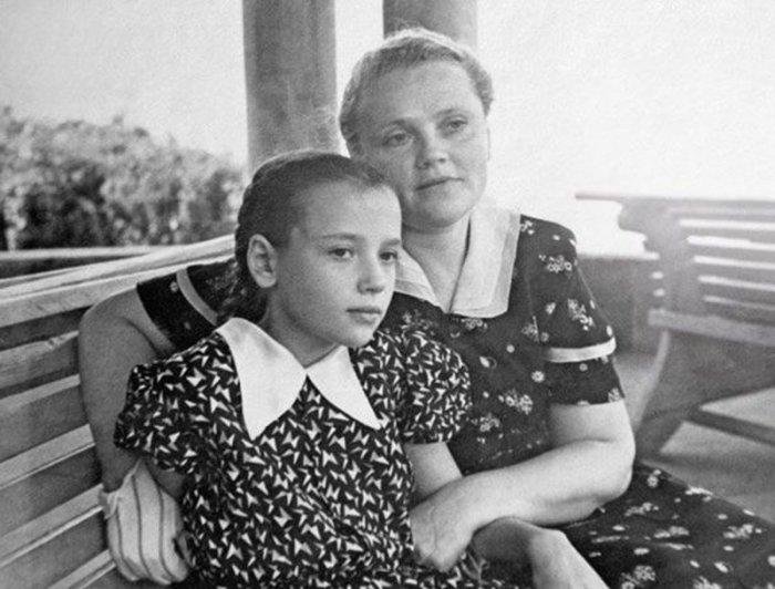 Лидия Санаева с дочерью. / Фото: www.fishki.net