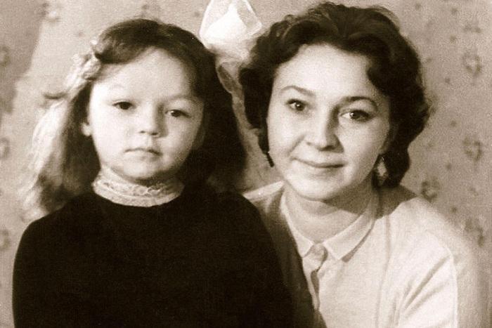 Раиса Этуш с мамой. / Фото: www.7days.ru