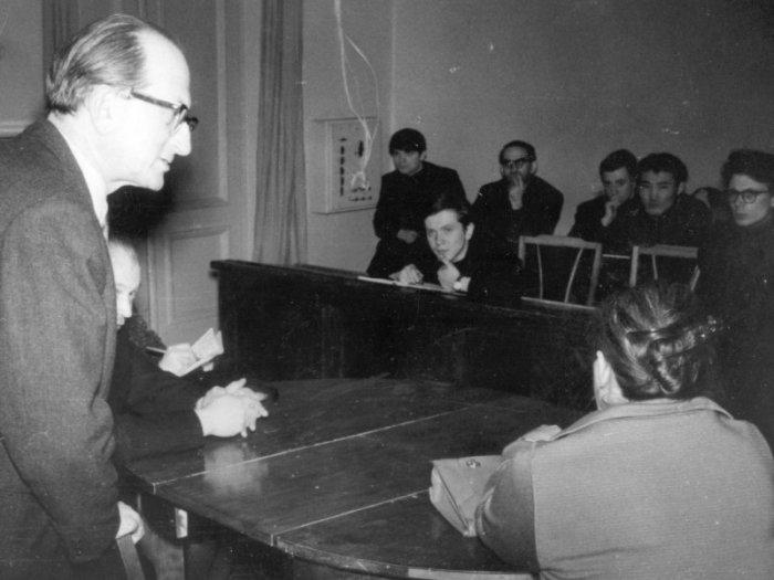 Михаил Ромм с учениками. / Фото: www.tovievich.ru