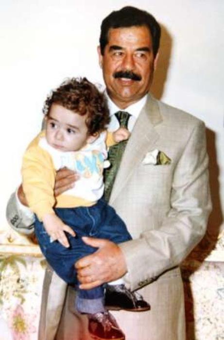 Саддам Хуссейн с внуком. / Фото: www.liveangarsk.ru