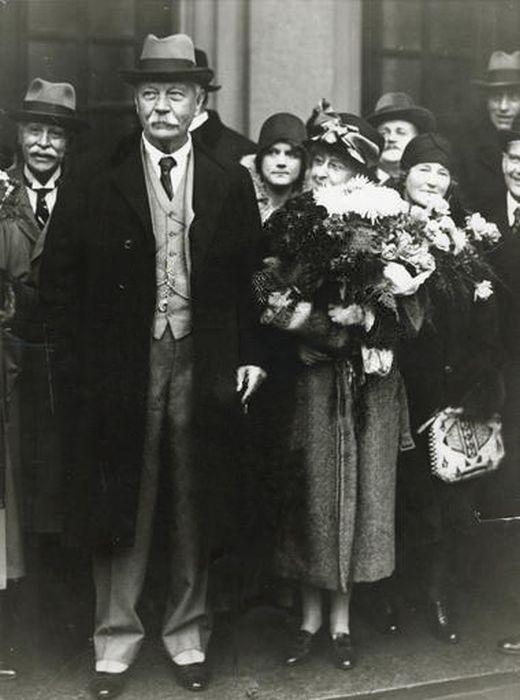 Артур Конан Дойл и его жена Джин в Стокгольме, 1929 год. / Фото: www.arthur-conan-doyle.com