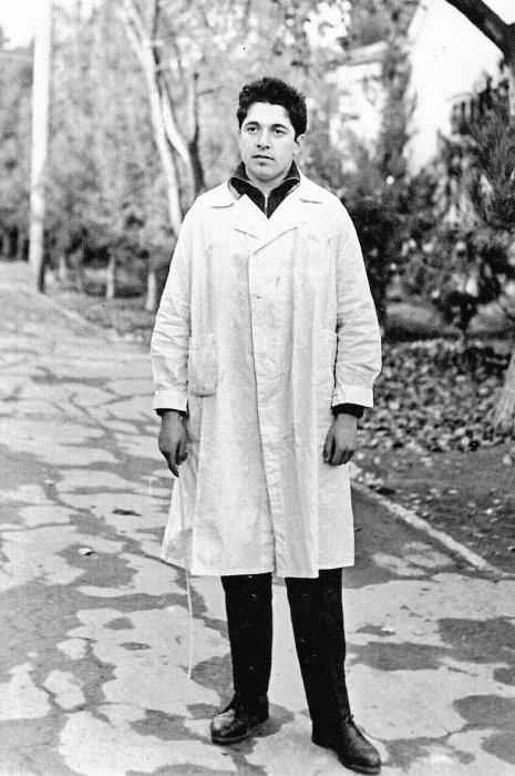 Юлий Гусман в юности. / Фото: www.twimg.com
