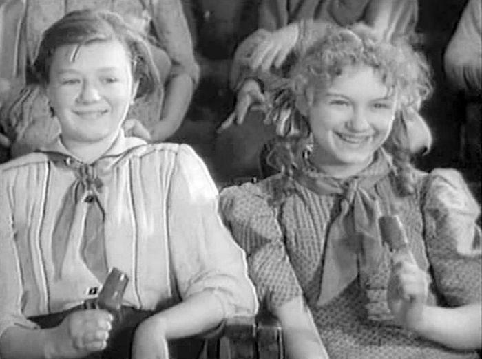 Лидия Драновская, кадр из фильма «Высокая награда», 1939 год. / Фото: www.kino-teatr.ru