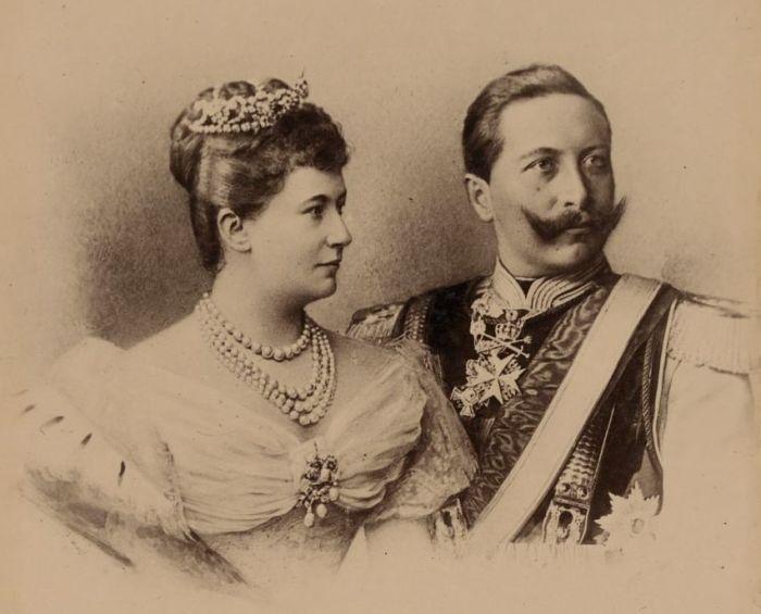 Вильгельм II и его жена Огюст Виктория. / Фото: www.wikimedia.org