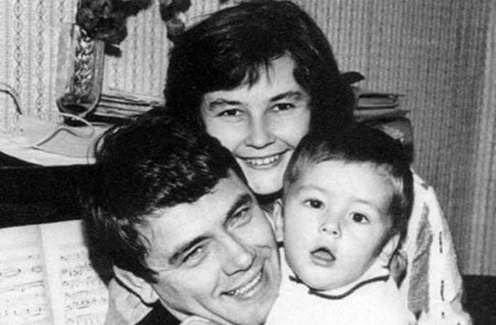 Юрий Гуляев с женой и сыном. / Фото: www.yandex.net