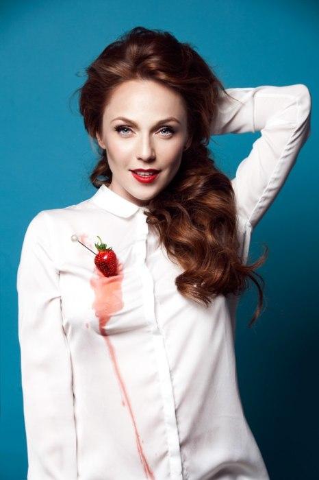 Альбина Джанабаева. / Фото: www.howstar.ru