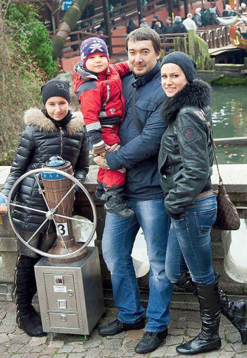 Анна Ковальчук  и Олег Капустин с детьми. / Фото: www.7days.ru