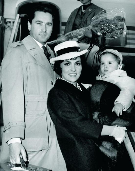 Джина Лоллобриджида и Милко Скофич с сыном. / Фото: www.glossy.espreso.rs