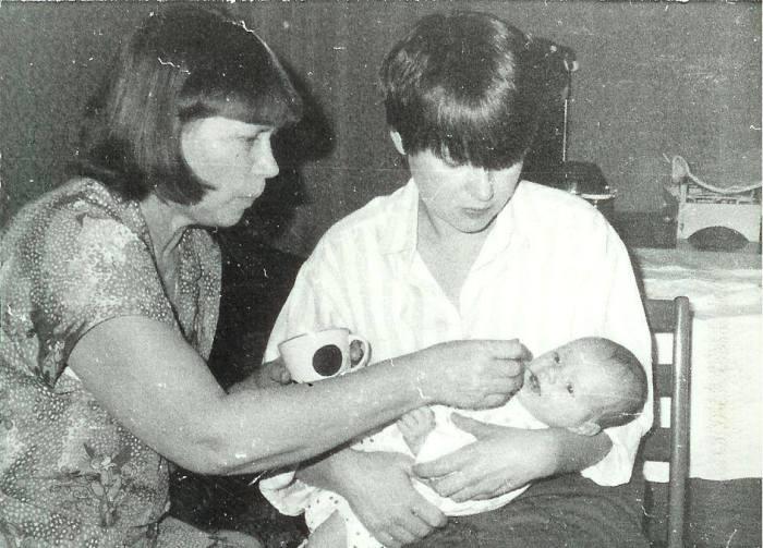 Ольга Рязанова с сыном и мамой. / Фото: www.facebook.com