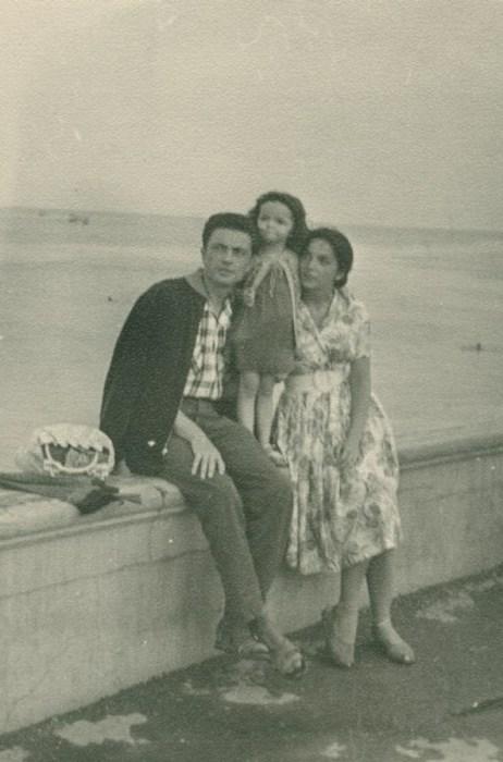 Вадим Бероев и Эльвира Бруновская с дочерью в Алуште. / Фото: www.24smi.org