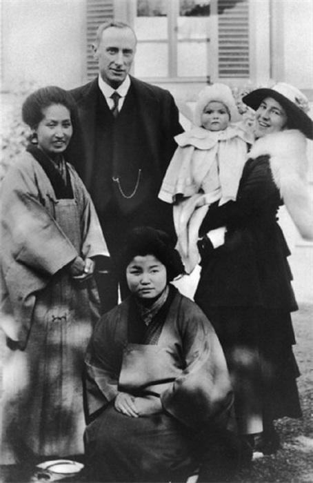 Уолтер де Хэвилленд и его супруга в Токио, пока что у них есть только Оливия. / Фото: www.velvet.by
