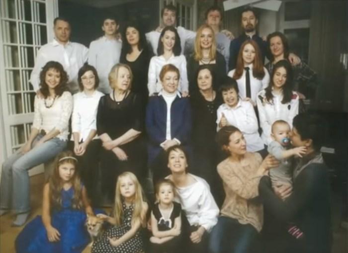 Семья почти в полном составе. / Фото: www.russia.tv