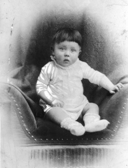 Адольф Гитлер в детстве. / Фото: www.twimg.com