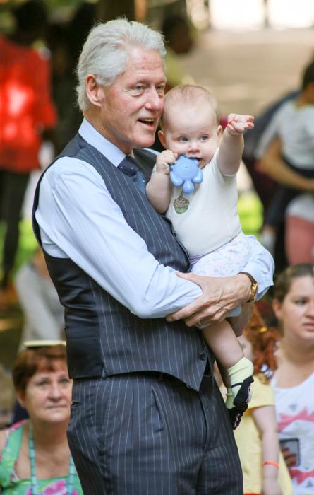 Билл Клинтон с внучкой. / Фото: www.analitik.am