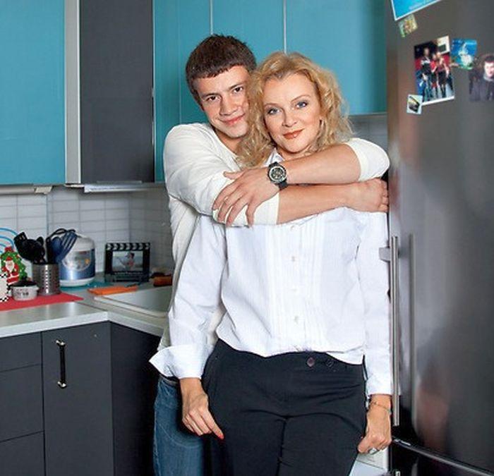 Анна Терехова с сыном. / Фото: www.star-lives.ru