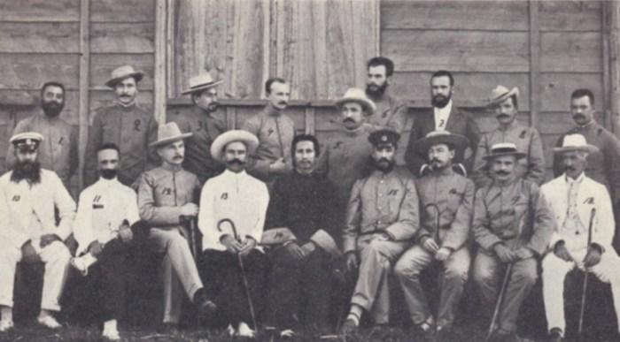 Русские пленные офицеры в Японии. / Фото: www.bolhov.ru