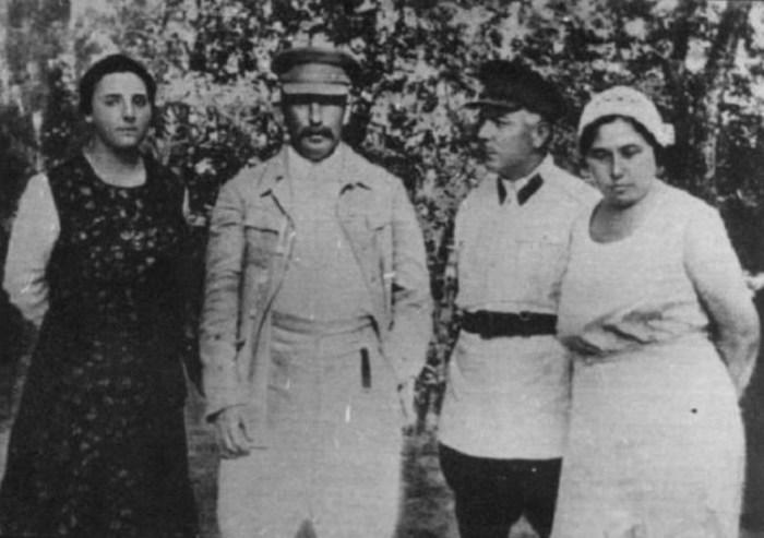 Надежда Аллилуева, Иосиф Сталин, Климент и Екатерина Ворошиловы. / Фото: www.wikipedia.org