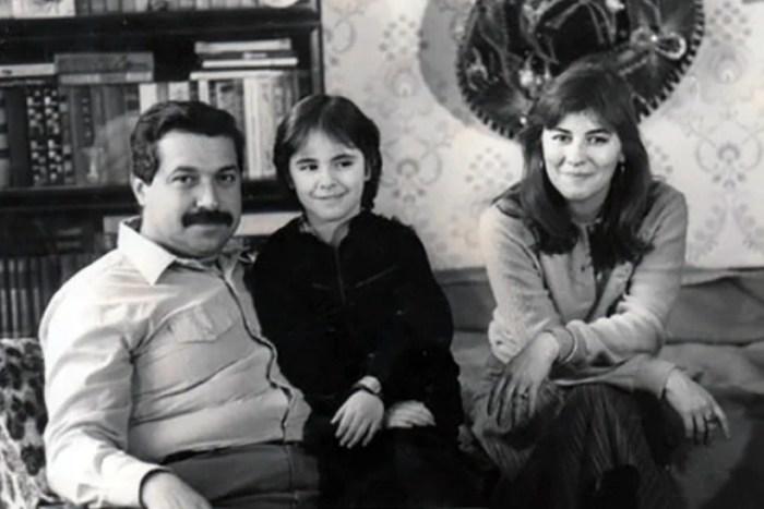 Юлий Гусман с женой и дочерью Лолой. / Фото: www.yandex.net