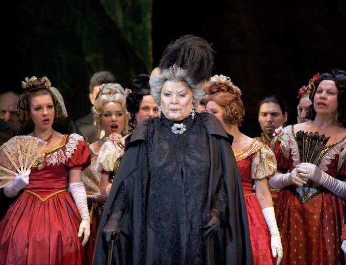 Сцена из оперы «Пиковая дама» Петра Чайковского. / Фото: www.clubtochka.ru