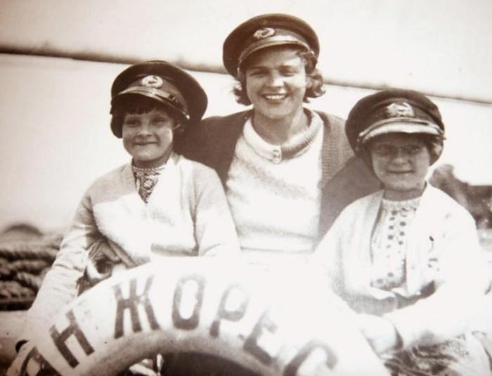 Надежда с дочерьми Марфой (слева) и Дарьей. / Фото: www.pogudin-oleg.ru
