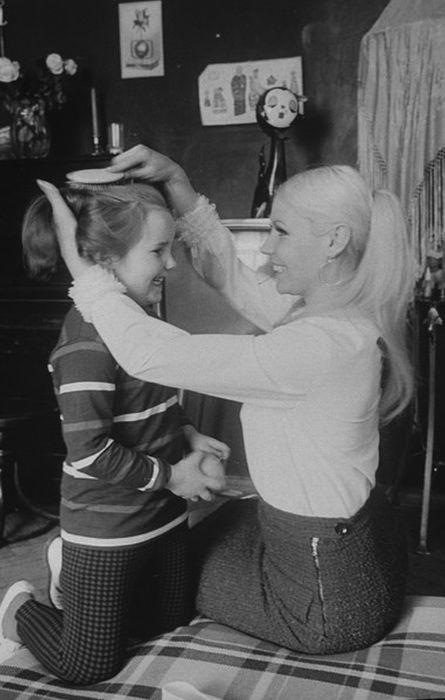 Мила Романовская с дочерью. / Фото: www.woman.ru