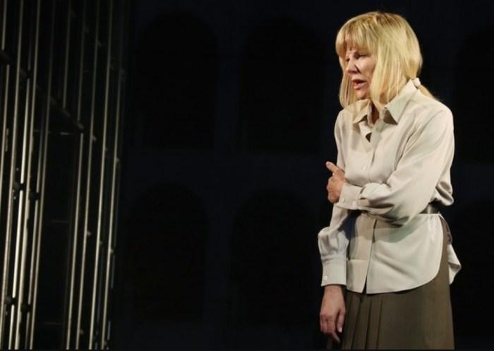 Александра Захарова в спектакле «Капкан». / Фото: www.rt.com