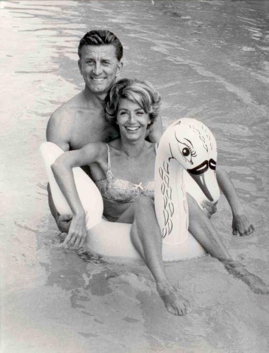 Кирк Дуглас и Энн Байденс. / Фото: www.azjewishpost.com