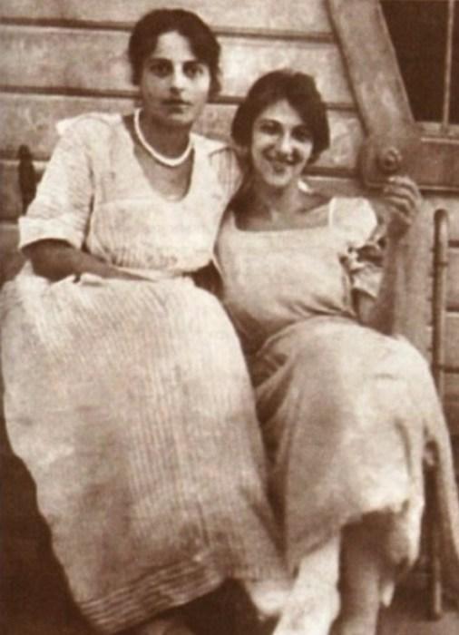 Фаина Раневская с сестрой Изабеллой. / Фото: www.taglib.ru