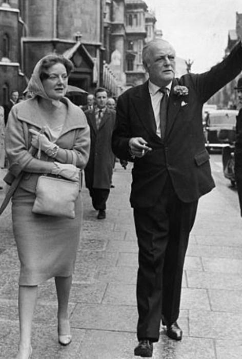 Диана Черчилль с братом. / Фото: www.gettyimages.com