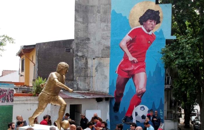 Памятник Диего Марадоне в Буэнос-Айресе. / Фото: www.vesti.dp.ua