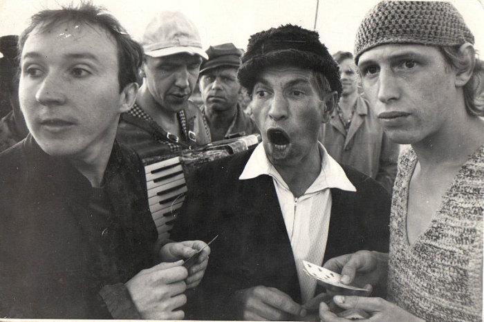 Александр Числов (слева), кадр из фильма «Облако-рай», 1990 год. / Фото: www.kino-teatr.ru
