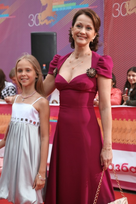 Ольга Кабо с дочерью. / Фото: www.max-pix.com
