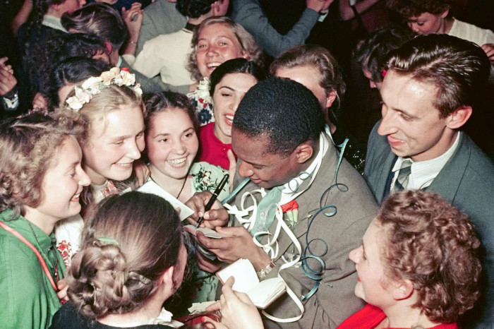 На Всемирном фестивале молодёжи 1957 года в Москве. / Фото: www.golos.io