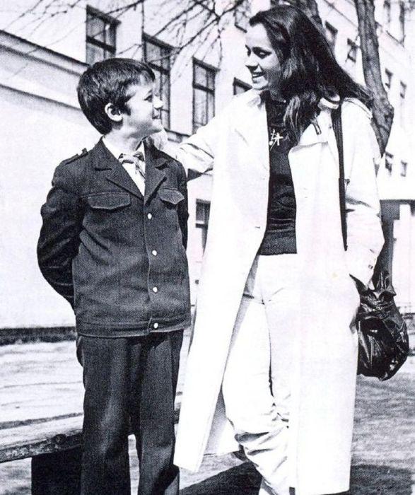 Любовь Полищук с сыном. / Фото: www.kino-teatr.ru