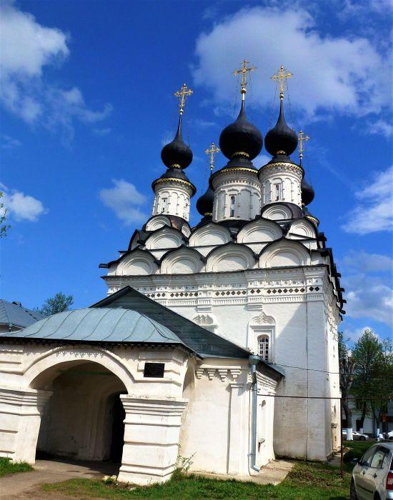 Лазаревская церковь в Суздале. / Фото: www.lookmytrips.com